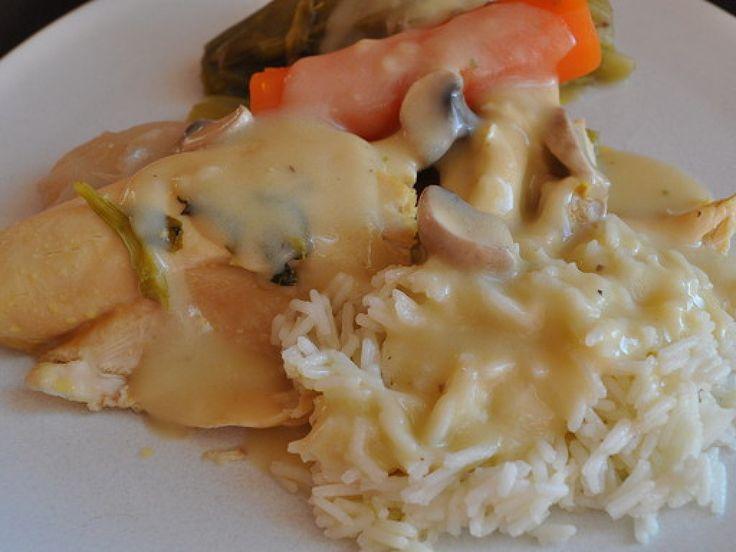 poulet, champignon de Paris, oignon, lardons, beurre, farine, bouillon de volaille, ciboulette, Jaune d'oeuf, citron, crème épaisse...