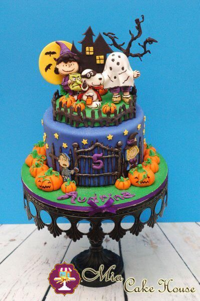 so this is the most adorable halloween cake we made so far - Halloween Decorated Cakes