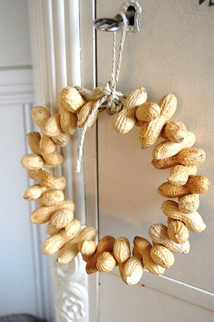 Peanut wreath as birdfeeder (or as a gift for someone who loves birds ans has a garden)