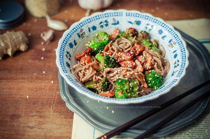 pieprz czy wanilia fotografia i kulinaria: Podjadając sobie sobę. Z łososiem i brokułem.