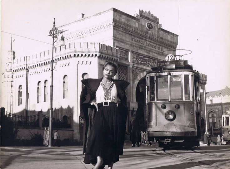 Eartha Kitt stopping the trolley car in Istanbul with a pose (c.1949).