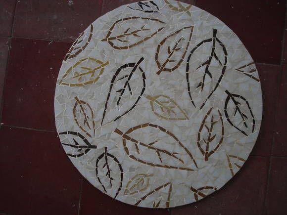 Tampo de mesa + mosaico de folhas
