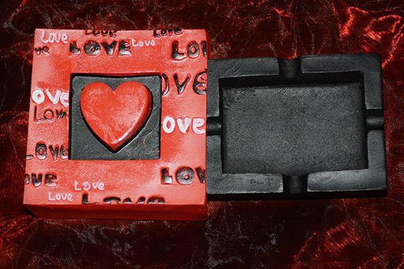 Scrumiera - cadoul potrivit pentru sarbatori, pentru zile de nastere sau onomastice. Se poate comanda aici: http://www.efengshui.ro/produse/scrumiera-.php.