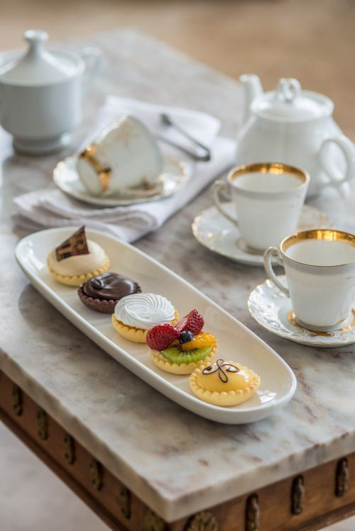 """Delilah/closed)) """"Princess Jaclyn,would you like to talk over high tea?"""" I smile weakly. I could barely hold myself together and I knew it was probably the same for her."""