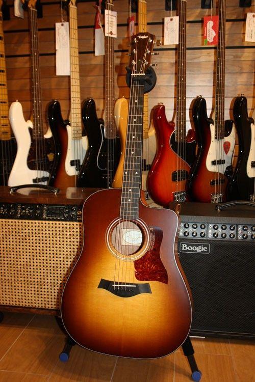 Centro Chitarre, strumenti musicali delle migliori marche. Gibson Super Dealer, Fender Custom Shop, Paul Reed Smith, Mesa Boogie, Marshall, Maton, Martin Guitars, Taylor.