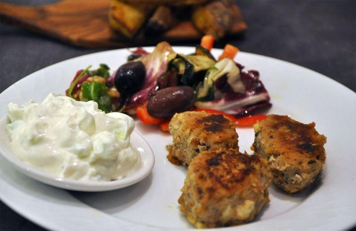 Soffe's græske frikadeller: Cirka denne opskrift, bare uden soltørrede tomater og med lidt kanel og stødt koriander: