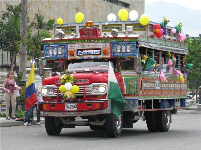 """""""Chiva"""" colombiana - camion tipico folklorico"""