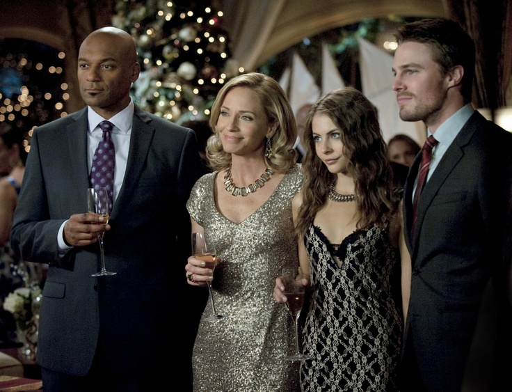 "Arrow -- ""Year's End"" -- Image AR109b_0208b -- Pictured (L-R): Colin Salmon as Walter, Susanna Thompson as Moira, Willa Holland as Thea, and Stephen Amell as Arrow -- Photo: Cate Cameron/The CW -- ©2012 The CW Network. All Rights Reserved"
