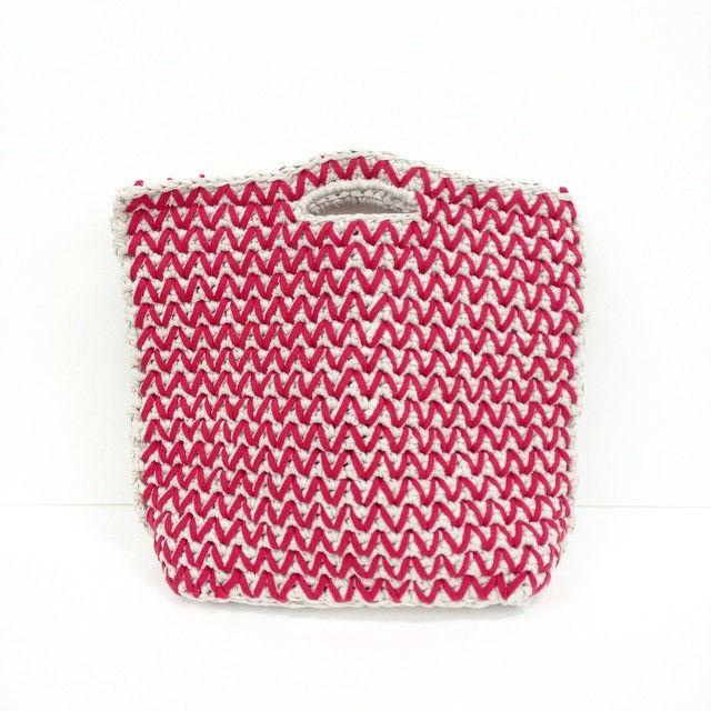 "@giiton's photo: ""T'LEE BAG*  実用的なかぎ針編みバッグ。MIXTAPE YARNで編みましょう◎  COLOR: SAHARA DUST×LIPSTICK RED"""