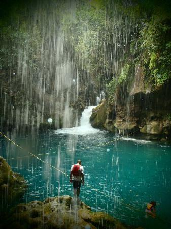 san luis potosi cascadas de tamasopo | Tamasopo, Mexico: debajo de la cascada