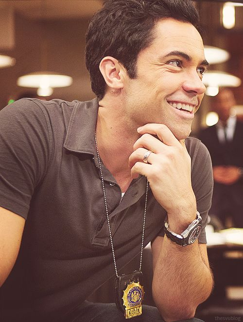 This is Danny Pino.I have a huge crush on him.I mean u get why right ? He so cute !!! He starred in Cold Case,The Shield S2,Across The Hall,...