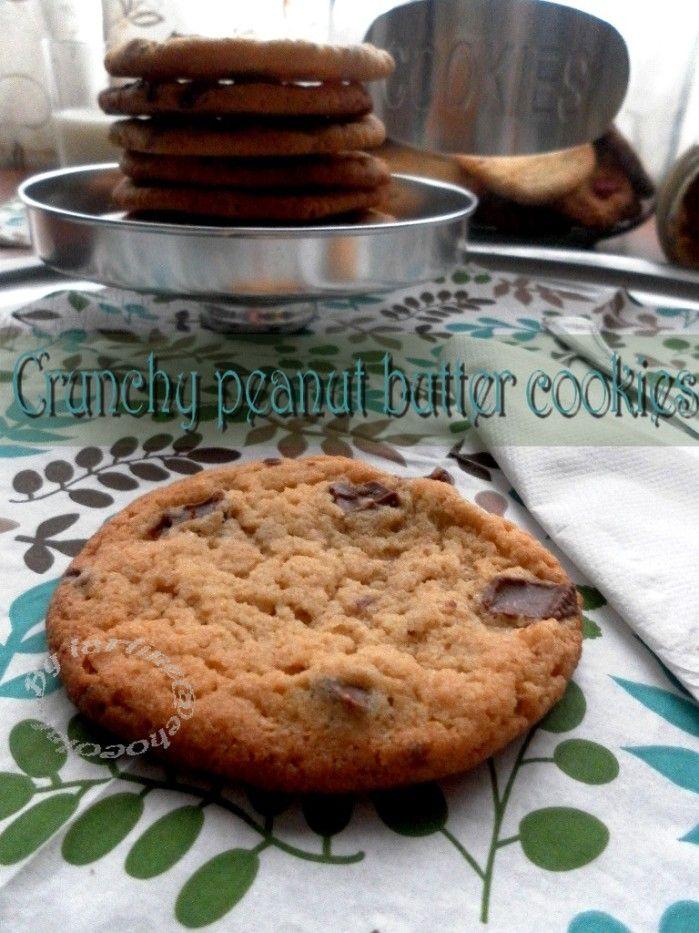 C'est cookies sont superbement bon! j'ai pris la recette chez Herve cuisine, elle est génial! J'ai juste pris du beurre de cacahuète crunchy pour avoir plus de croquant. 120g de beurre 100g de sucre 100g de cassonade 150g de farine 1 cc de sel 120g de...