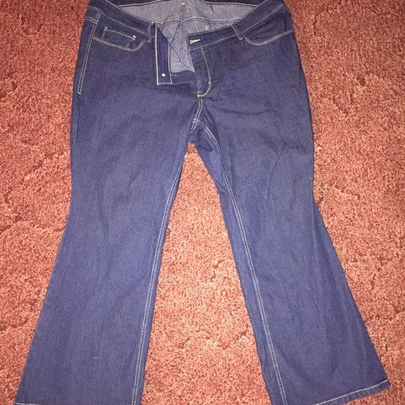 "‼️Last Markdown‼️Old Navy Bootcut Jeans (Plus) Dark Bootcut jeans, made by Old Navy (Short). 29"" inseam, NEVER WORN. Bought from Thred Up and the seller misrepresented the length. Very nice pair, ready to ship!!  Old Navy Jeans Boot Cut"