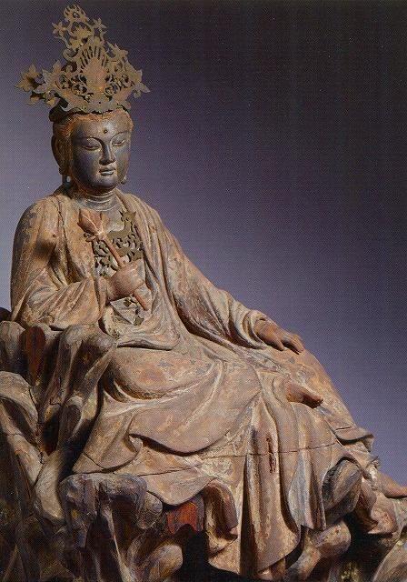 """美しい日本の仏像さんはTwitterを使っています: """"【神奈川・東慶寺/水月観音(鎌倉)】像高41cm。補陀落山の岩上に坐し、水面に映る月を観る遊戯坐の姿は端麗な容貌で屈指の美作として名高い。東慶寺は女性より離婚ができなかった時代に駆込寺として栄えた。北鎌倉駅近くにあり水月観音は要予約。 http://t.co/K7SlM716q7"""""""