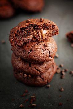 Biscuiti de ciocolata umpluti cu nutella, reteta biscuiti pentru Craciun. Mod de preparare si ingrediente biscuiti de ciocolata umpluti. Reteta biscuiti pentru Craciun cu ciocolata.