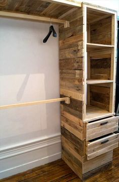 DIY Pallet Corner Closet or Cupboard | 101 Pallet Ideas