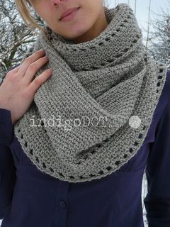 Circular scarf crocheted in the round. It can be worn in the different ways; hanging like a scarf or wrapped like a cowl. Very quick and easy to make, will keep you warm through the cold winter days.