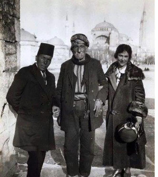 160 yaşına kadar yaşamış Türkiye'nin en uzun ömürlü adamı Zaro Ağa İstanbul'da.