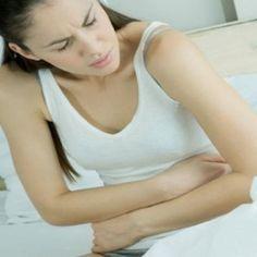 Douleurs menstruelles : 3 remèdes à base de plantesIndications : au niveau des règles douloureuses, le Calendula peut être la plante médicinale indiquée pour les calmer et les soigner. Le Calendula en usage interne exerce une action emménagogue (qui stimule le flux sanguin dans la région pelvienne et de l'utérus) avec des effets apaisants et antispasmodiques. Le Calendula est indiqué dans les cas de dysménorrhée.