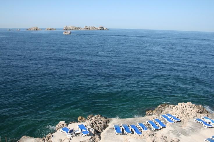 Hotelli Aristonin karunkaunis auringonottoalue. The sunbathing area of the hotel Ariston #Dubrovnik.