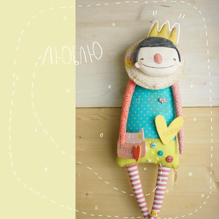 мой тёплый вам привет!)) 👻 и незабываемого лета!!💛 вот такая случилась принцесса, но тоже путешественница, как её братья двоюродные #зайцы_путешественники 🔅🔅🔅🔅🔅🔅🔅🔅🔅🔅🔅🔅 #dasharak_dolls #dasharakdoll #dasharak_разности #love #handmade #happy #princess #doll #art #artist #artwork #moscow #инстаграмнедели #инстаграм #ручнаяработа #live #кукла #москва #💚