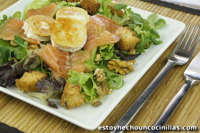 Receta de ensalada de salmón y queso de cabra a la plancha