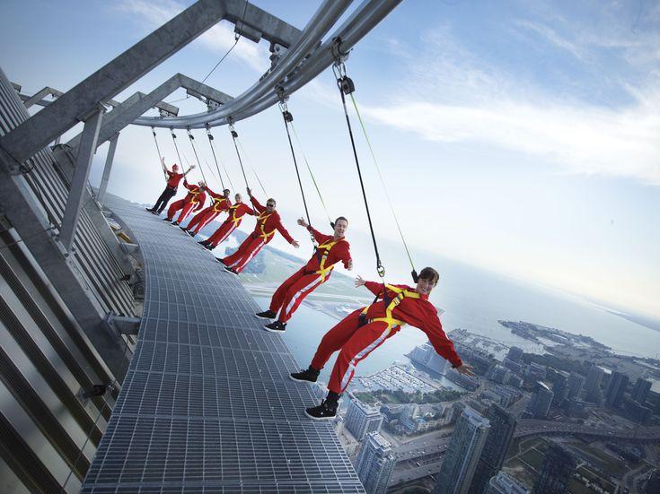 Nog op zoek naar een leuke activiteit in #Toronto? Doe de edgewalk op de CN toren! #Canada #noordamerika.nl | Getaway Travel