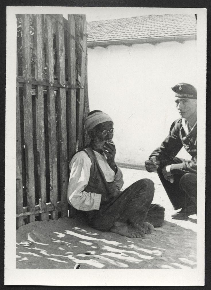 """""""Deutscher Matrose mit Zigeuner"""", Constanța, Rumänien, WWII, 1940er"""