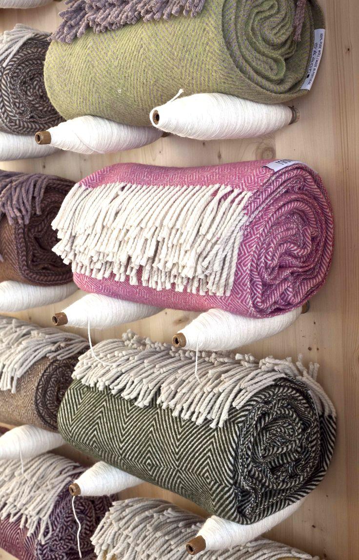 Várias cores e padrões disponíveis.