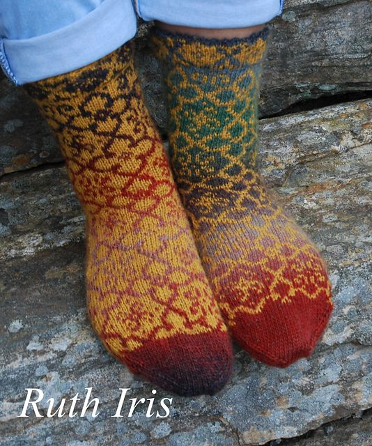 Ravelry: Project Gallery for Sienna Socks pattern by JennyPenny