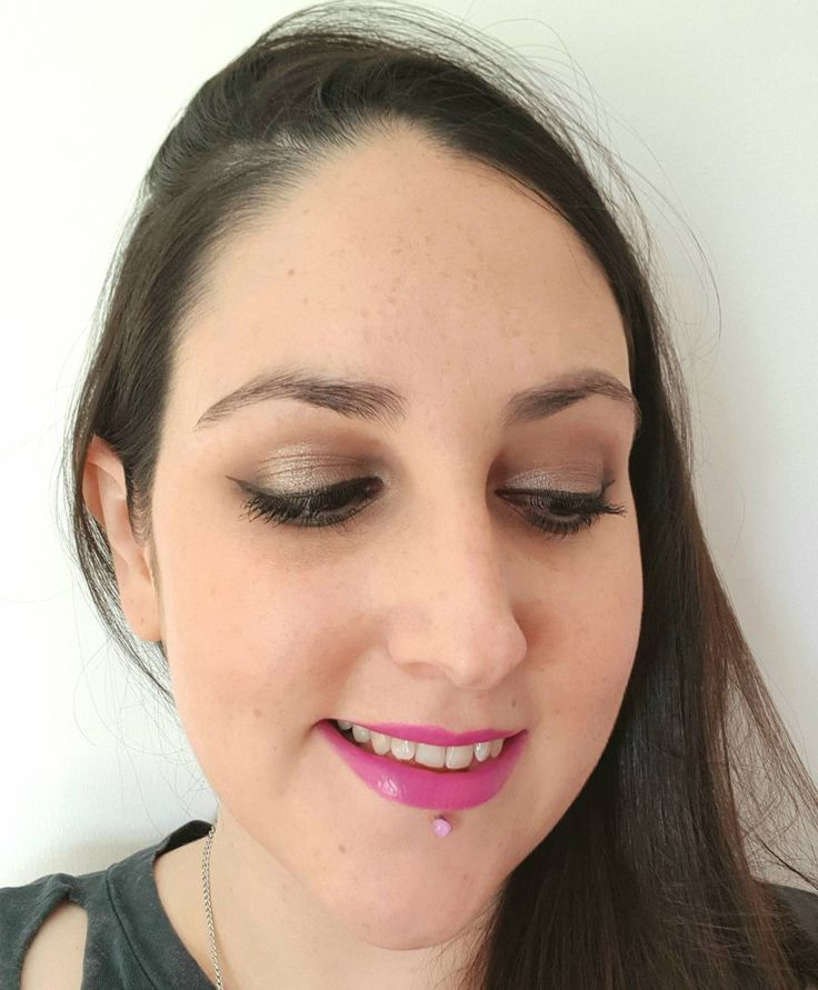 Recent #makeupoftheday - yes I'm still practising winged liner  I used:  L'Oreal Infallible Matte foundation  Benefit Gimme Brow  The Bodyshop Honey Bronzer  Urban Decay Naked 2 Palette  Collection Extreme 24 Hour Felt Tip Liner  Mac Ariana Grande 2 Lipstick . . . . . #GimmeBrow #naked2 #urbandecay #urbandecaynaked #wingedliner #eyeliner #macarianagrande #arianagrande #maclipstick #purplelips #pinklips #smokeyeyes #bbloggers #beautybloggers #beautyblog #beauty #makeup #makeupaddict #MUOTD…