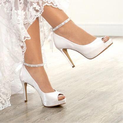 A Center Noivas facilita suas escolhas além de vestidos de noiva traz uma linda…