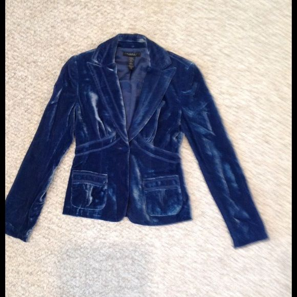 Laundry by Shelli Segal blue velvet blazer Beautiful blue velvet blazer. Size 4. Has been hanging in the back of my closet; needs to be dry cleaned. Laundry by Shelli Segal Jackets & Coats Blazers