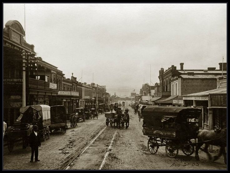 Rundle Street, Adelaide, South Australia 1903 - Horse drawn vehicles line Rundle Street, Adelaide. Looking East toward Kent Town from the Exeter Hotel (left), 31 August 1903