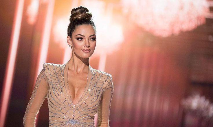 La la sudafricana Demi-Leigh Nel-Peters fue coronada el pasado domingo 26 de noviembre Miss Universo 2017 en la gala celebrada en el hotel Planet Hollywood de Las Vegas, en el estado de Nevada (EEUU). Nel-Peters sucede en el título a la francesa Iris Mittenaere, que ganó la edición de 2016, y que fue la encargada de entregar la corona a la sudafricana.  La primera finalista fue la representante de Colombia, Laura González , y el tercer puesto fue para la jamaicana Davina Bennett .