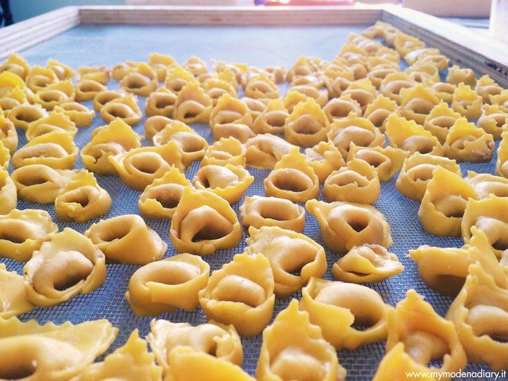 I Tortellini sono una tradizione culinaria modenese, ma rappresentano molto di più per le famiglie emiliane. Questa è la ricetta di quelli della mia nonna.