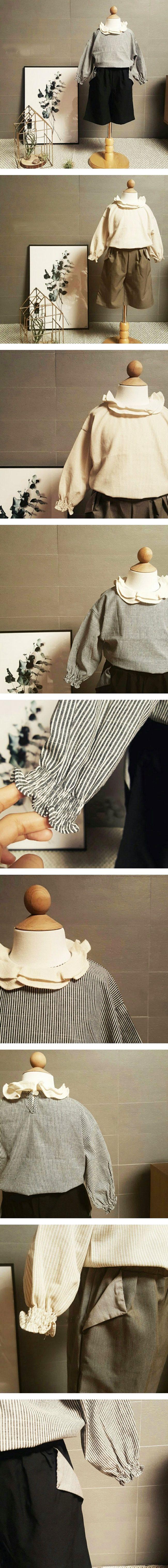 二重フリルとストライプ、そして袖にクシュッが可愛い。リーフスモックブラウス ベージュ チャコール フリル  ストライプ 韓国子供服  キッズ 男の子 女の子 90cm 100cm 110cm  120cm 130cm