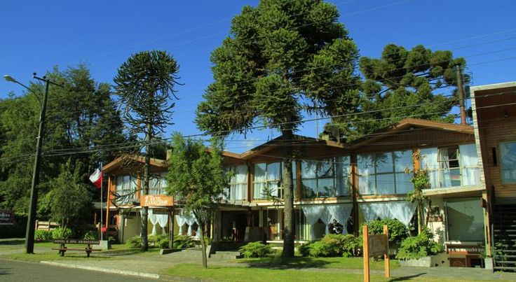 Hotel Araucarias Pucón Featuring free WiFi access, Hotel Araucarias offers accommodations only 50 metres from Villarrica Lake in Pucon. WiFi is free.  Hotel Araucarias has comfortable rooms and apartments equipped with heating, cable TV and private bathrooms with showers.