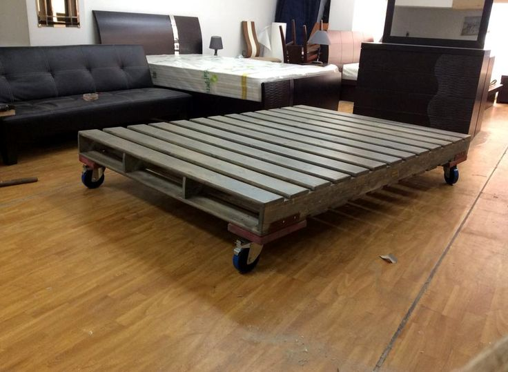 The 25 best wooden pallet beds ideas on pinterest for Pallet furniture bed