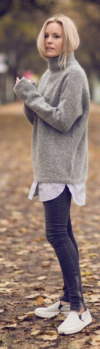 Pullover kombinieren: Sportlich über Bluse mit Treggings und Sneakers