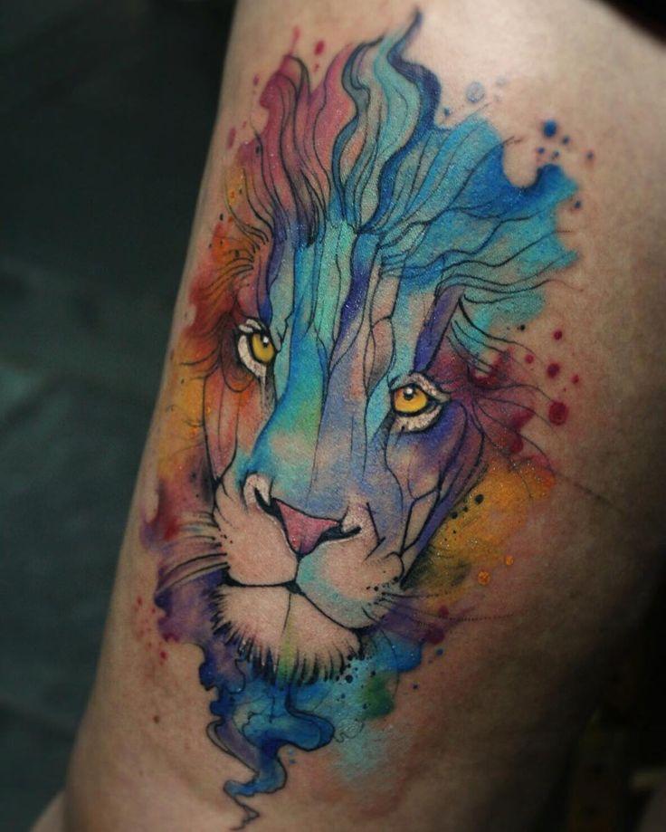 """""""Leão em aquarela pelo tatuador @felipeluiztattoostudio deem uma conferida no perfil dele, as criações valem a pena. Ele estará tatuando do dia 21/3 a 26/3…"""""""