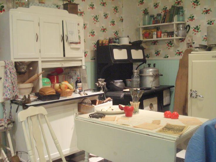 40's kitchen (mine will be bigger)