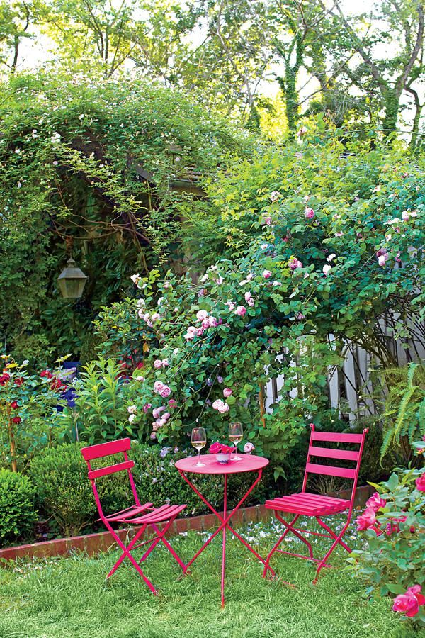 The Ultimate Entertaining Garden: Pink Outdoor Dining Table