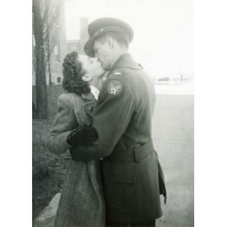 Great photo - WW2 soldier(I think he's a member of the air force, look at the sign on his sleeve...) & his sweetheart ~