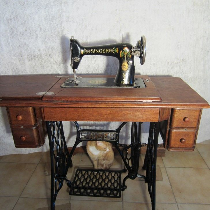 70 best machine coudre images on pinterest antique sewing machines vintage sewing machines. Black Bedroom Furniture Sets. Home Design Ideas