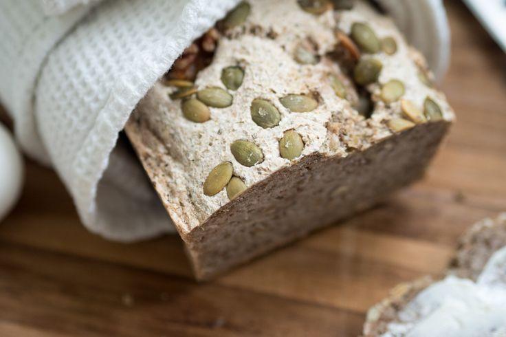 Glutenfritt bröd utan jäst med aktiverat bovete