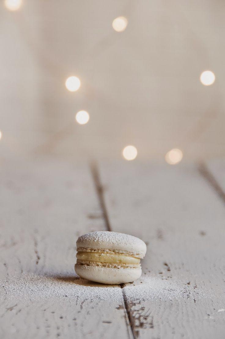 ... cranberry & white chocolate macarons ...