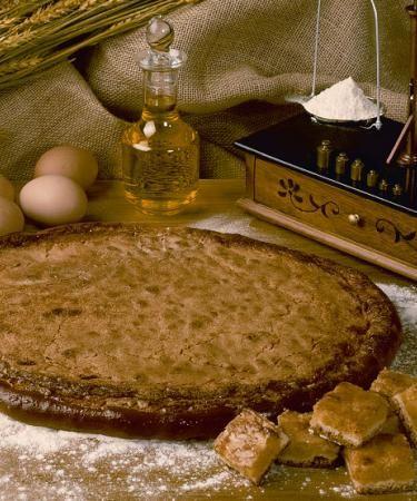 Torta de balsa, dulce típico artesano de la localidad de #Caspe, en la provincia de Zaragoza. Es elaborado por Panaderías Agrupadas de Caspe