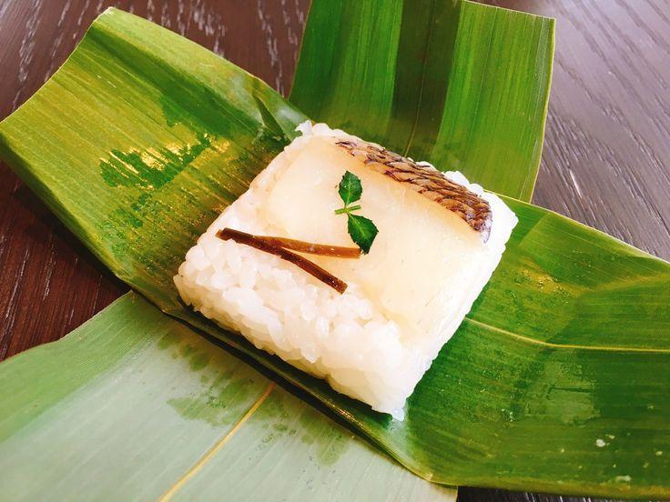 関東ではあまり馴染みのない「笹寿司」。緑の笹の葉に巻かれた押し寿司は、実は石川県ではコンビニのおにぎりくらい身近な食べ物なのだ。 そんな笹寿しが今回モダンになってリブランディングされた。金沢の新名物になりそうな予感。