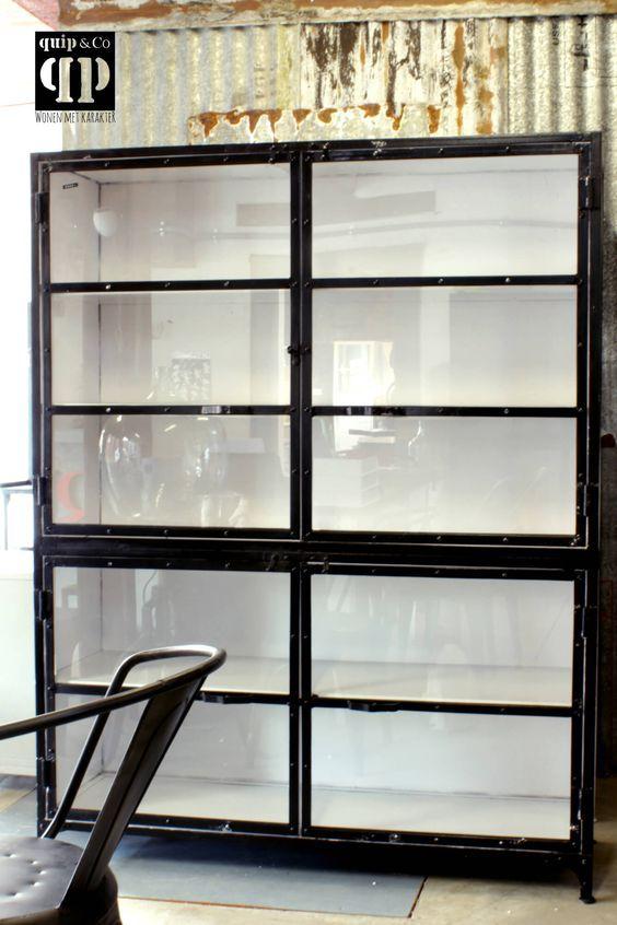 Grote Industriele Kast.Grote Industriele Kast Van Ijzer Met Glazen Deurtjes Voor Opslag